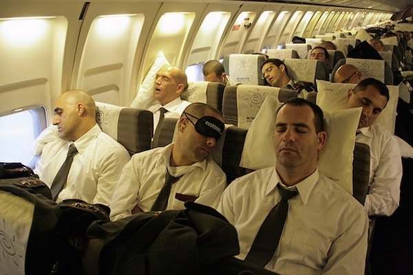 sleeping-on-long-flight